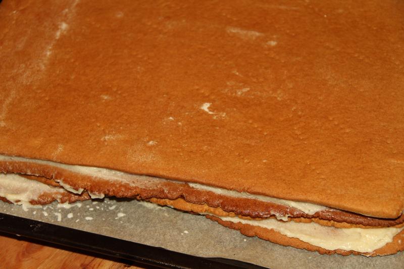 preparare prajitura albinita cu foi cu miere de albine 10