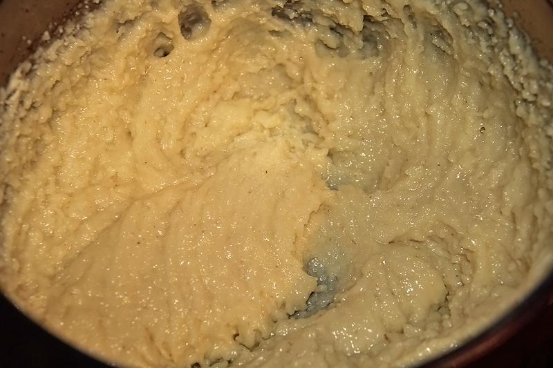 preparare prajitura albinita cu foi cu miere de albine 7