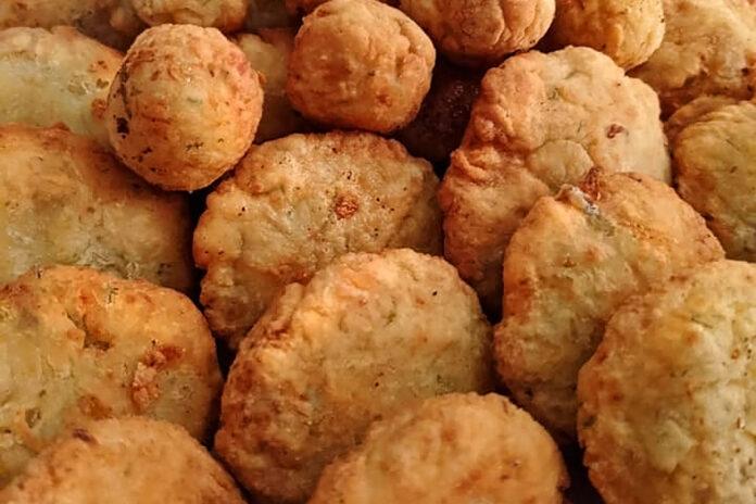 chiftele de dovlecei cu branza si cartofi reteta ieftin si gustos